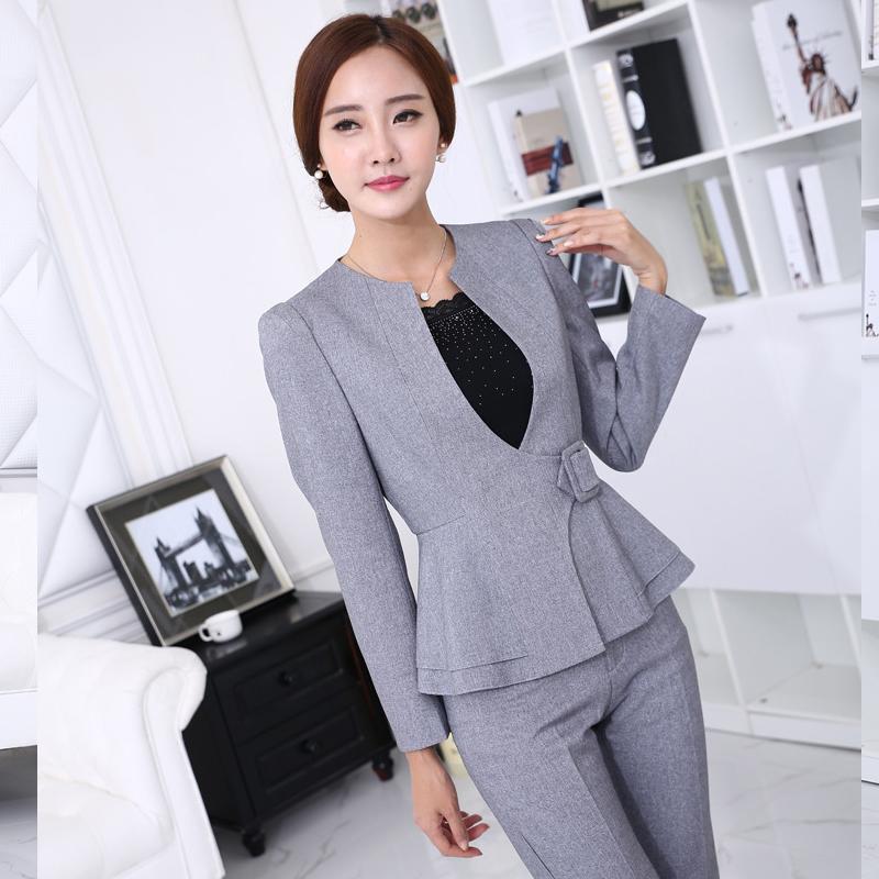 Trajes formales para mujeres 2016 for Trajes para oficina