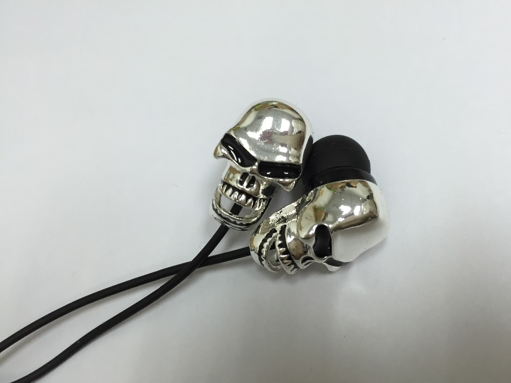 3.5mm Skull stylish deep bass Earpods Earplugs candy Earphone headphone for Iphone 5S 6s,for MP3 for ipod touch with Gift box(China (Mainland))