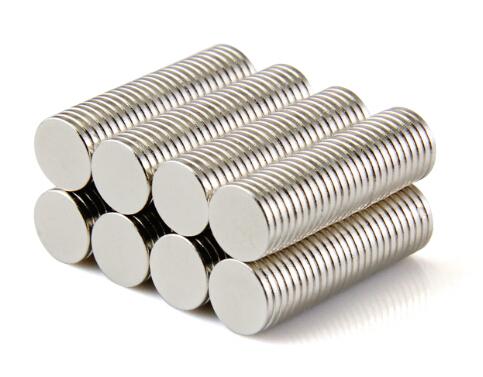 Маленькие магниты для рукоделия
