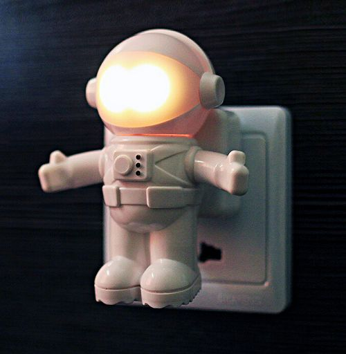 New Christmas Astronaut Sensor Night Lights White Acoustic and Optical Control Power Bank LED Lamparas Light 86506(China (Mainland))