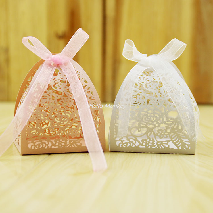 50pcs Lace Flower Design Laser Cutting Wedding Candy Box Wedding Gifts For Guests Wedding Favors And Gifts Party Decorations(China (Mainland))