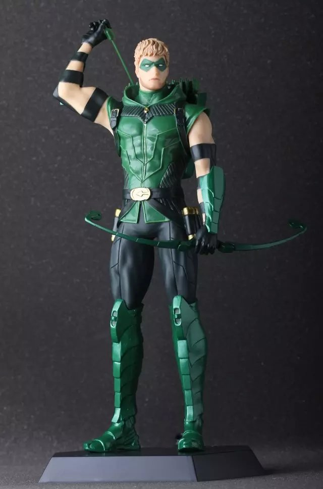 Anime Green Arrow Oliver Queen 28CM PVC Action Figure Toy Collection Model Gift<br><br>Aliexpress