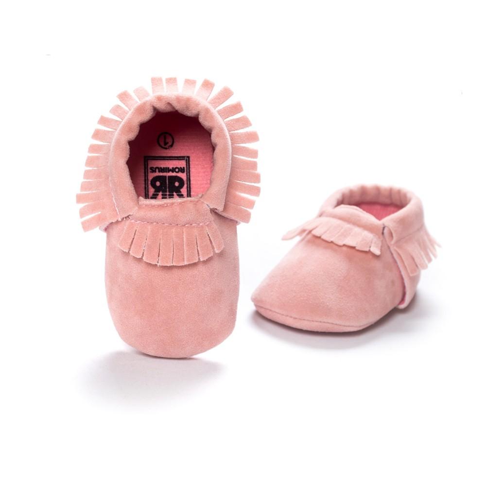Новый Кожа PU является высокотехнологичным и высокосортным продуктом. Этот продукт имитирует строение кожи, для его изготовления применяется сверхтонкое волокно и высокосортный полиуретан , производится по новой технологии. Кожа с покрытием PU это внутренние вт замши новорожденный мальчик девочка мокасины мягкие Moccs Bebe бахрома мягкой подошве non-slip обувь чистка
