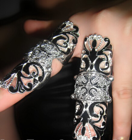 Vintage Punk Personalized European Style Exaggerated Hollow Butterfly Pattern Flexible Long Ring R1062(China (Mainland))