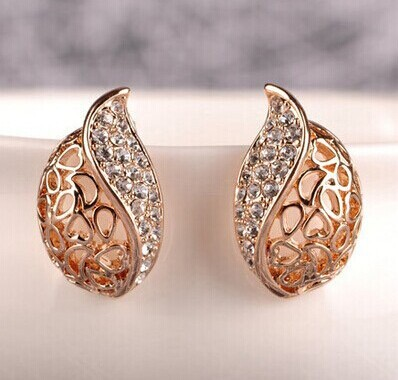 Fashion Women Lover Hollow Leaf Gold Plated Rhinestone Earrings Jewelry E121 10g(China (Mainland))