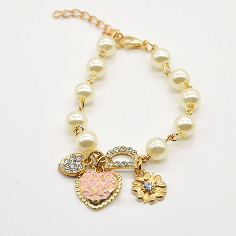 2015 New Fashion Women Faux Pearl Gold Plated Sweetheart Pendant Bracelet Rhinestone Letter D Hand Chain for Girls(China (Mainland))