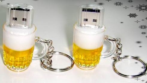 Free shipping Key Chain Nice Gift Bottle / Can Beer mug 2.0 USB flash drive memory pendrive 8GB(China (Mainland))