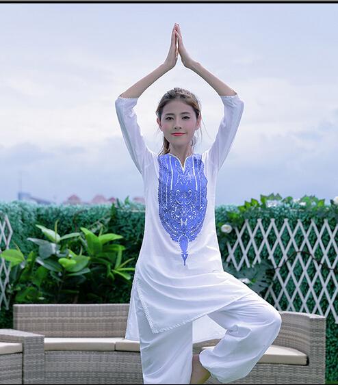 Tradizionale abbigliamento indiano promozione fai spesa di for Vestito tradizionale giapponese femminile
