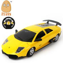 Real cool 4 canales escala 1:16 de Radio Control Racing Car / competir RC Car con luz delantera frecuencia para su regalo del muchacho