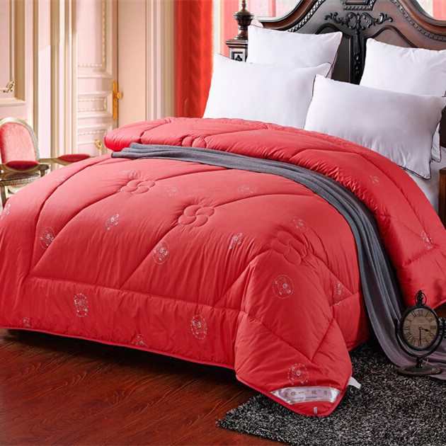 red down comforter images