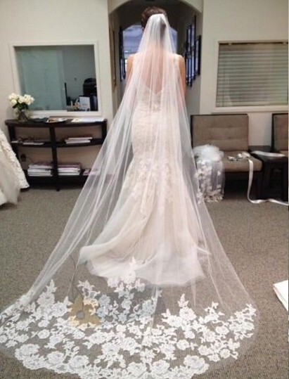 high quality white Elegent cathedral length wedding veil with appliques Comb Edg