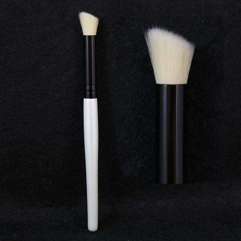 Professional Makeup Angled Contour Brush Soft Antibacterial Fiber Hair Shadow Highlighting Make Up Brush(Hong Kong)