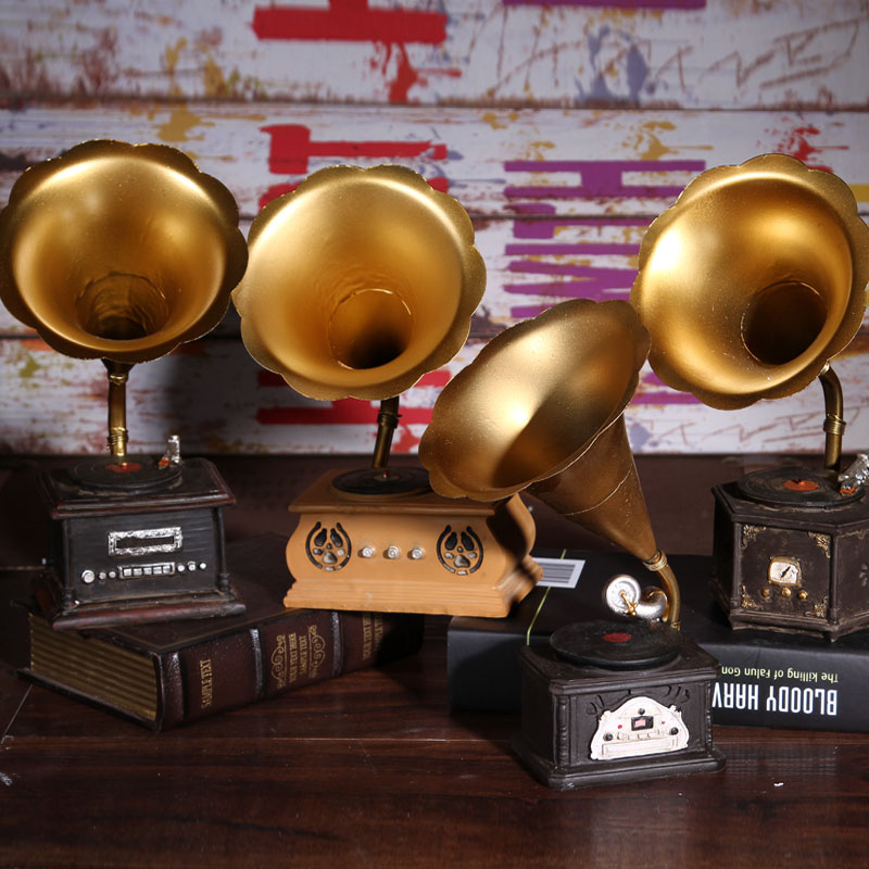 Retro gramophone model photography props decorative ornaments resin Cafe window display free shipping(China (Mainland))