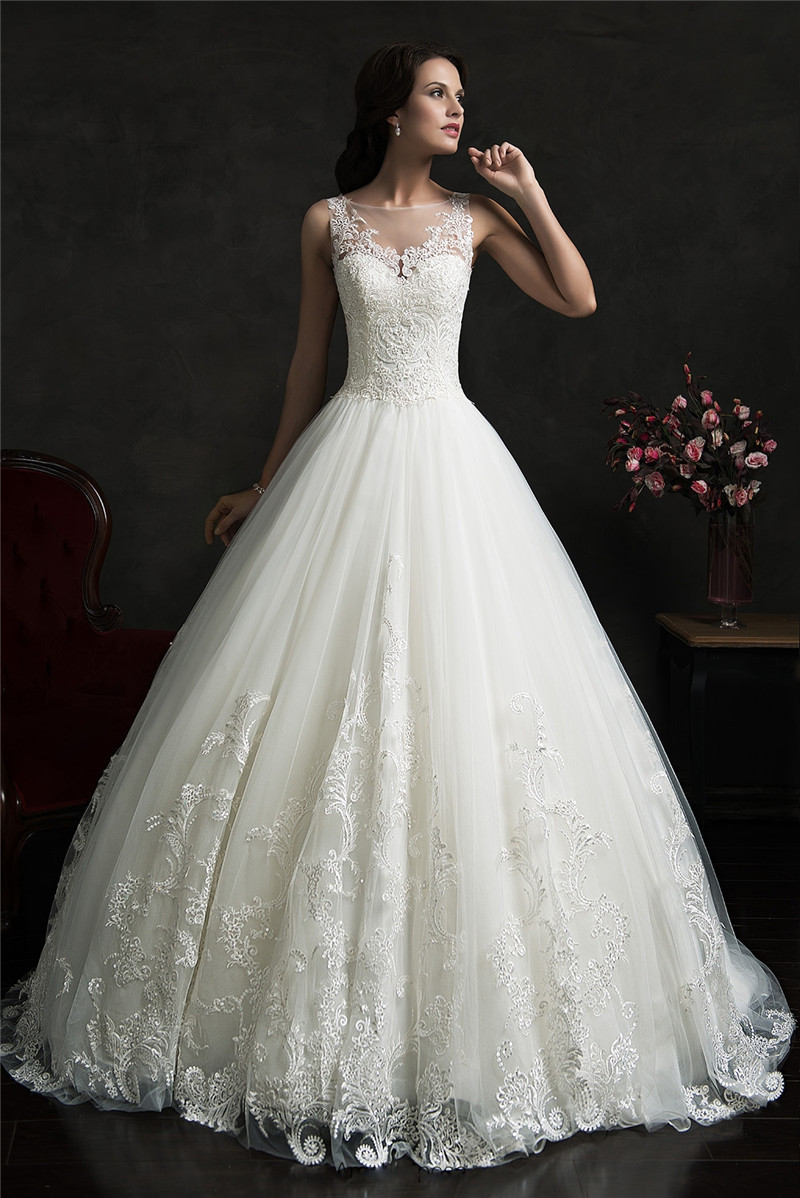 2015 Ball Gown Wedding Dress Scoop Spaghetti Straps Lace Appliqued Beaded Bridal Gown Robe De Mariage Nova Bridal PB54(China (Mainland))