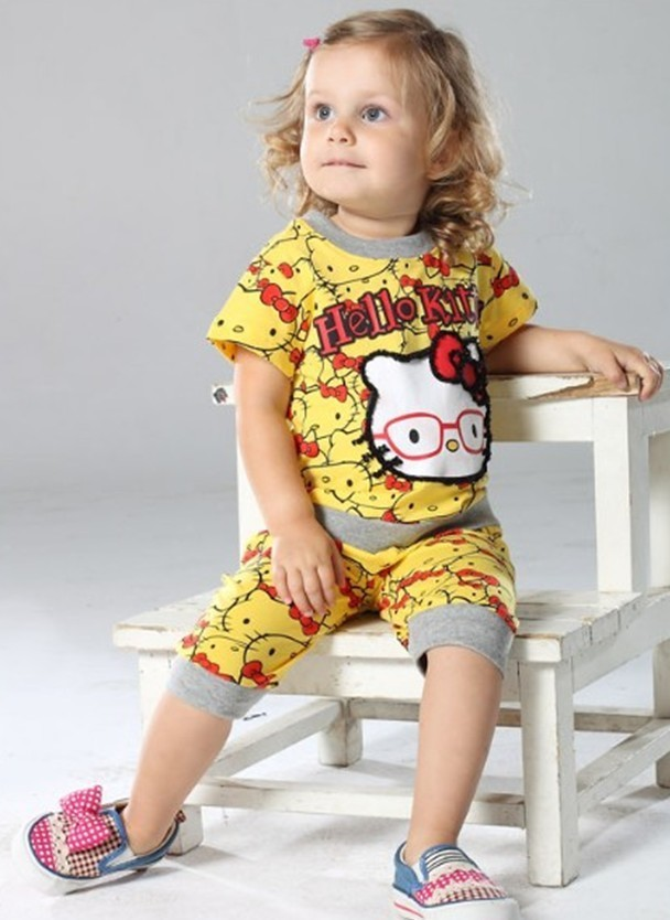 Trendy Hello Kitty suit/2-piece set: short-sleeved kitty t-shirt+ kitty short pants/Summer casual baby suit DS21(China (Mainland))