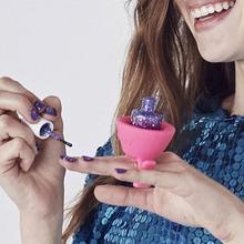Hot Flexible Durable Milti Wearable Nail Polish Bottle Holder Pink Bonbon Soft Finger Ring Bottle Fits All Finger Same Tweexy(China (Mainland))