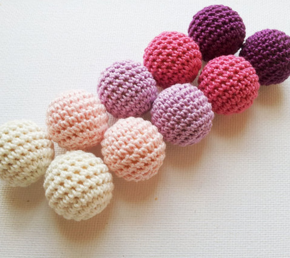 Crochet beads 60 PCS 19 mm white tan beige pastel blue. Wooden crochet cotton beads Round beads. wooden beads in pink shades(China (Mainland))