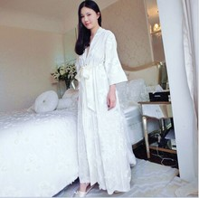 2016  New women high quality long section Robes women embroidery pajamas white color Bathrobes S M L size  velvet thicked robe(China (Mainland))