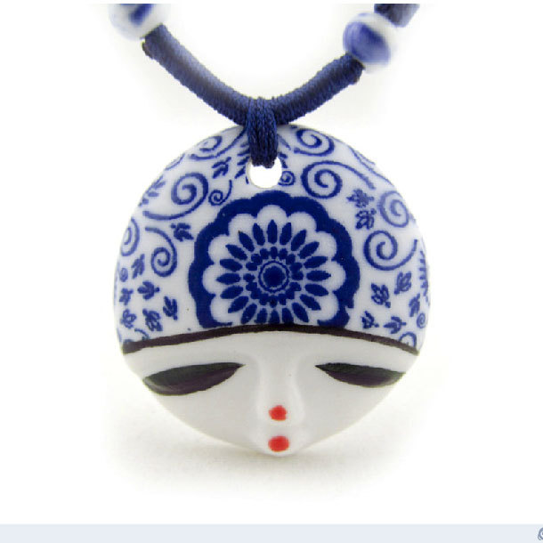 2014 fashion charm of simplicity blue & white face mask 4cm charm pendant Ceramics necklace handmade jewelry sisters gifts(China (Mainland))