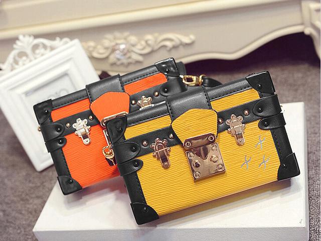 женская сумка старинного стиля с заклепками в виде маленького чемодана