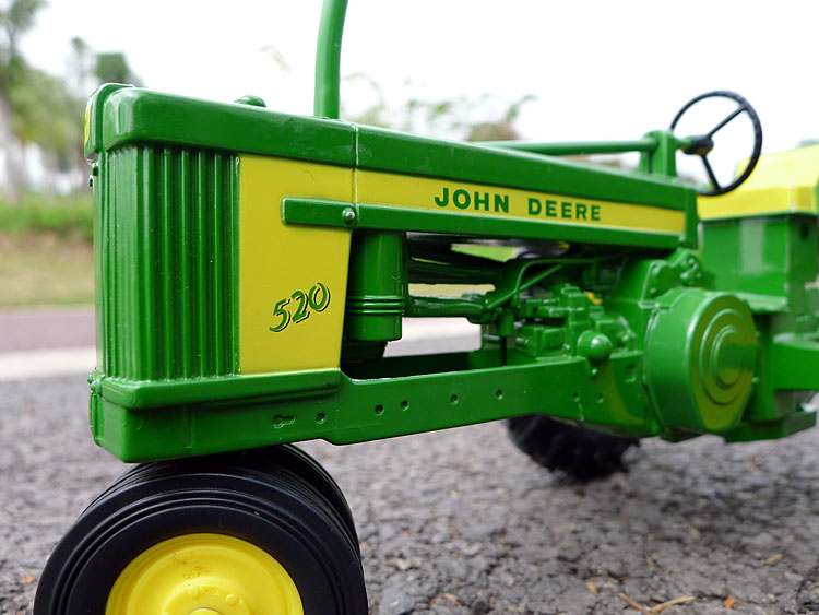 KNL HOBBY J Deere 520 Classic Tractor Farm alloy automotive fashions US Safety Act ERTL 1:16
