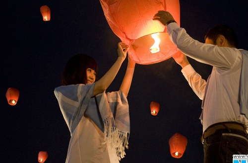 Love Flying lanterns wholesale Wishing free shipping wedding Valentine's creative flame lights the night sky paper balloons(China (Mainland))