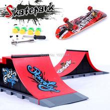 2015 mini finger skateboard rampe skatepark set kid giocattolo adulto fingerboard giocattoli regali per i bambini a b c d f distribuzione casuale(China (Mainland))