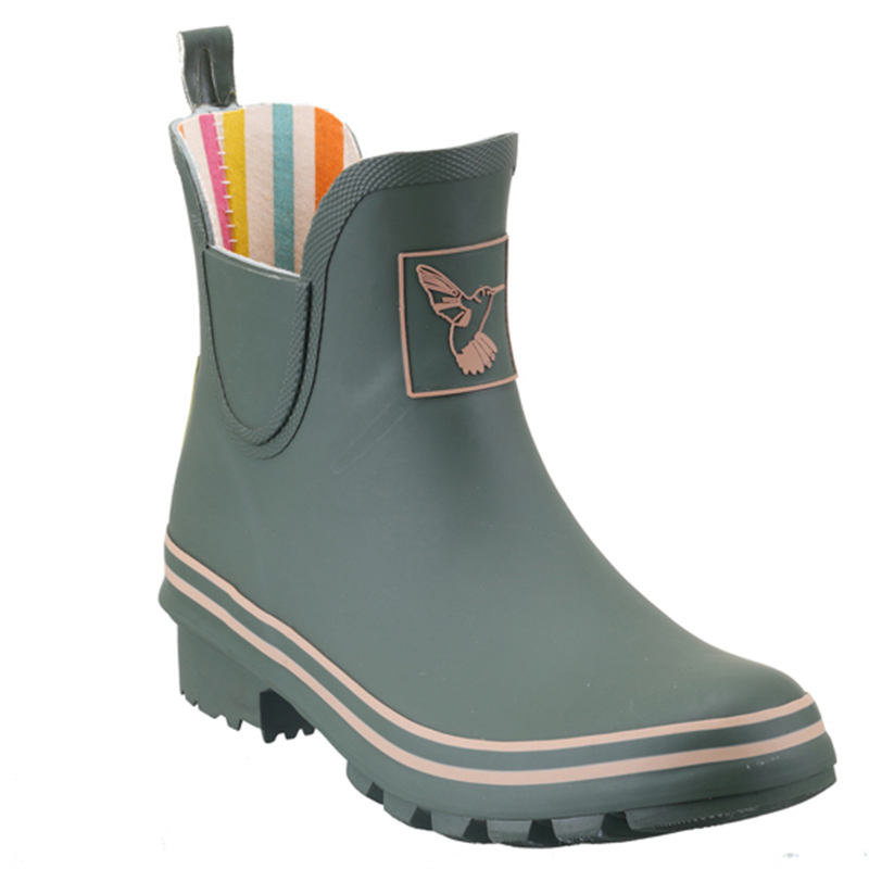 Find the best tanzaniasafarisorvicos.ga Wellies® Rain Boots, Ankle at tanzaniasafarisorvicos.ga Our high quality Women's Boots are thoughtfully designed and built to last season after season. Molded rubber outsole for optimal traction on wet, slippery surfaces. Vulcanized waterproof rubber upper wards off water and mud.