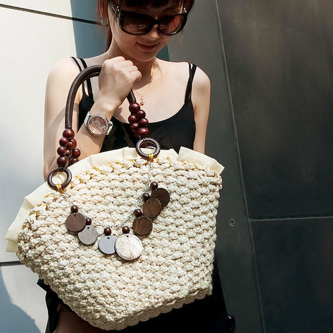 Wood chip corn husk threefolded straw bag of chips bag beach bag rattan bag knitted women's handbag(China (Mainland))