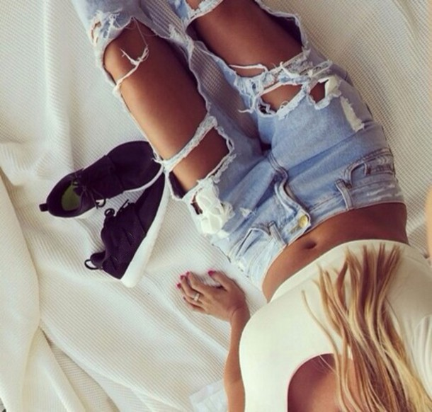 h93vjf-l-610x610-jeans-destroyed+jeans-blonde-trendy-style-alternative-shoes-ripped+jeans-destroyed+skinny+jeans-ripped-holes-fashion-+shoes-blouse