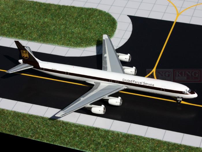 Фотография GJUPS1052 GeminiJets federal package N713UP 1:400 DC-8-71F commercial jetliners plane model hobby