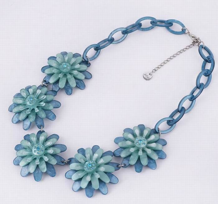 Long-chain and acrylic five flower-shaped pendant necklace 2105 new design with spring and summer clothing to wear<br><br>Aliexpress