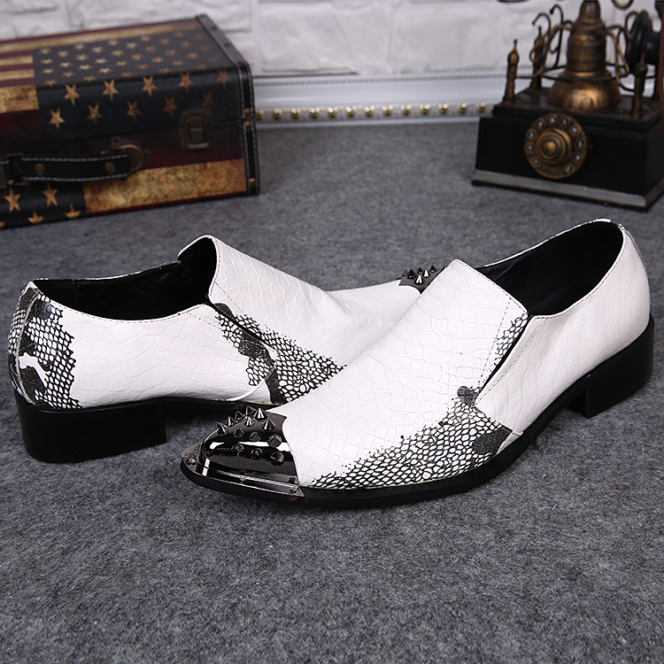 Black And White Shoe Trend