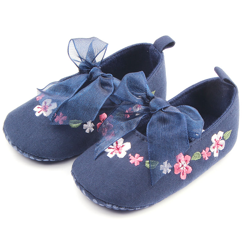 Beautiful Hand Embroidery Flower Design Elastic Band Newborn Baby Cotton Shoes For Girls 0-12M(China (Mainland))