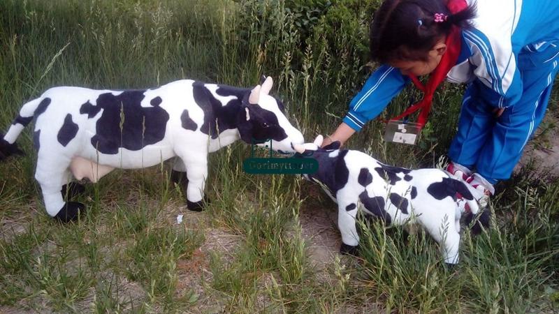 Dorimytrader 28'' / 70cm Lovely Emulational Milk Cow Toy Plush Soft Stuffed Big Animal Cow Doll Nice Gift Free Shipping DY60982(China (Mainland))