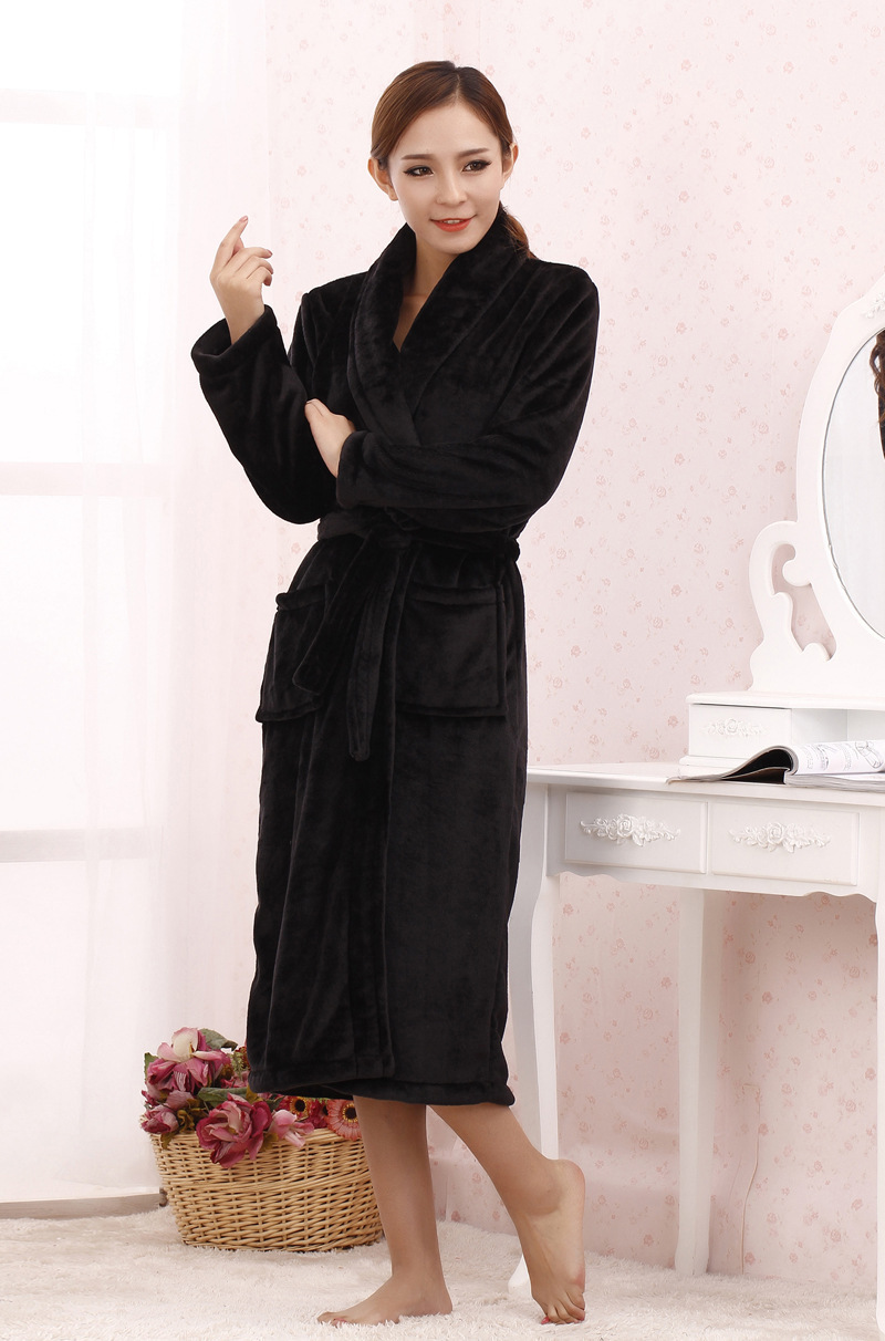 great blog robe robe de chambre femme velours noir. Black Bedroom Furniture Sets. Home Design Ideas