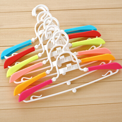 5pcs/lot New candy color plastic portable clothes hanger retractable folding magic drying rack coat hanger(China (Mainland))