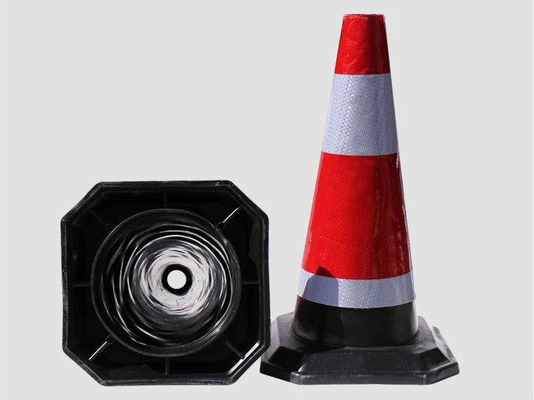 Lower price 50CM Rubber Heavy Duty Marker traffic Cones with high reflective film with light