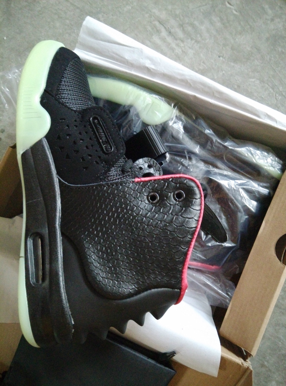 Drop Shipping kanye west Top Quality Yezzy 2 Black Solar Red Wolf Grey Platinum Scales Cut Can Glow In The Dark(China (Mainland))