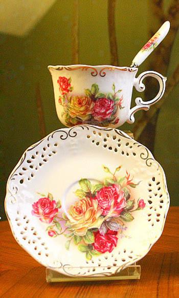 European Style Porcelain Coffee Set Cup Saucers Spoon Pastoralism Tea Set 3 Designs Foam Box Packing(China (Mainland))