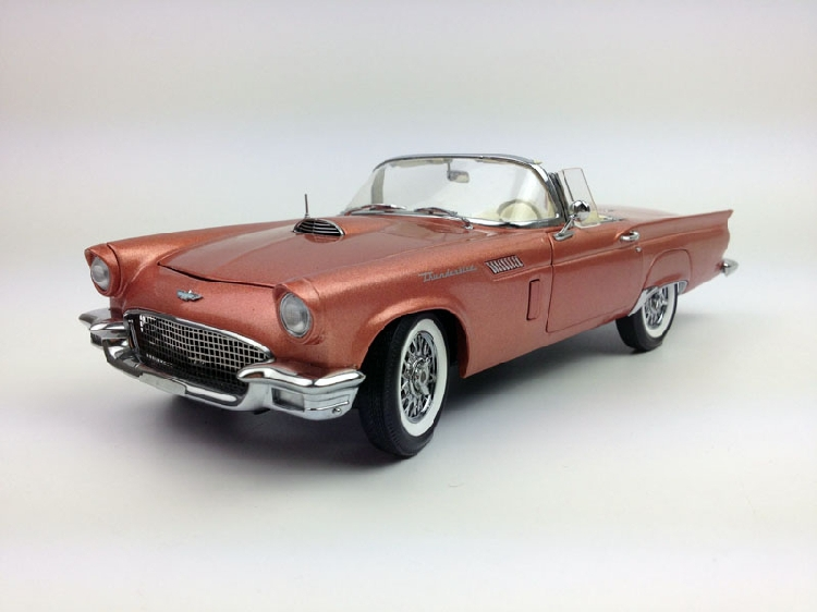 Ertl 1:18 1957 Ford Thunderbird American Muscle White Box(China (Mainland))