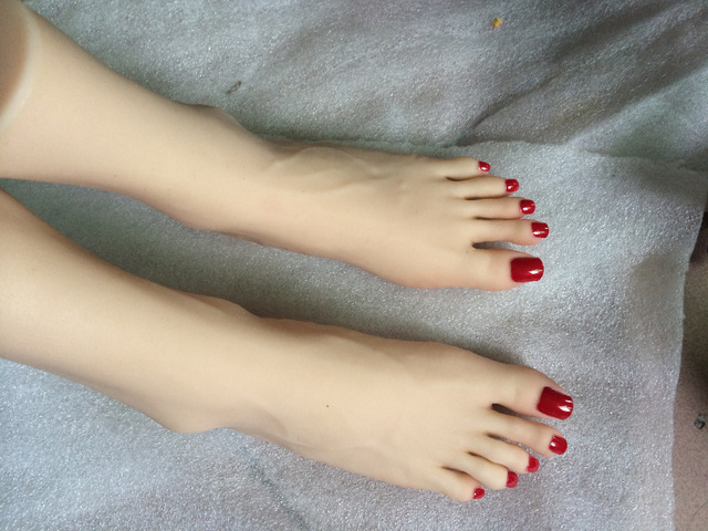pieds aux ongles long