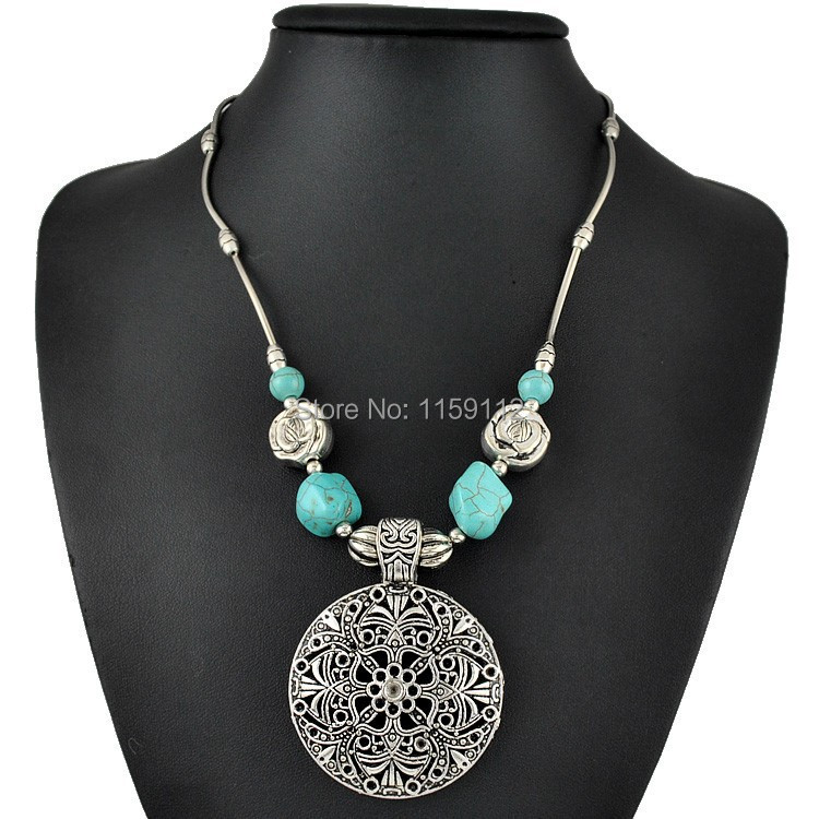 2015 New Antique Silver Metal Carving Flower Short Turquoise Pendant Necklaces For Women(China (Mainland))