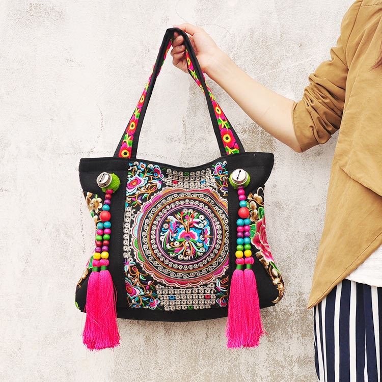 Whole Top Ethnic Embroidery Bags Fashion Personality National Style Tassel Beads Shoulder Bag Lady Travel Ping Handbag White Handbags