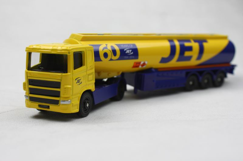 corgi 1:64 60 YEARS OF JET 1954 Tanker truck alloy car model children's toys Gift Collection(China (Mainland))