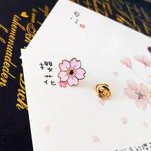 Qiaoyue Il nuovo 2019 dolce fiore di ciliegio spilla A Goccia del collare del fiore di pin badge Abbigliamento borse accessori accessori Femminili(China)