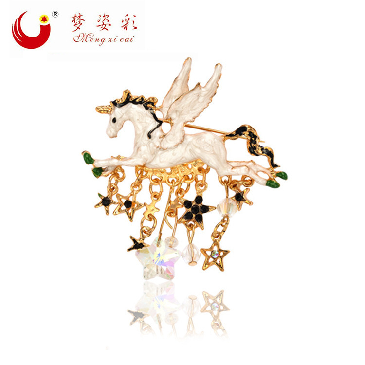 European and American Fashion Pegasus tassel Jogos Vorazes Rhinestone women brooches Animal Horse men broches Hijab pins X1506(China (Mainland))