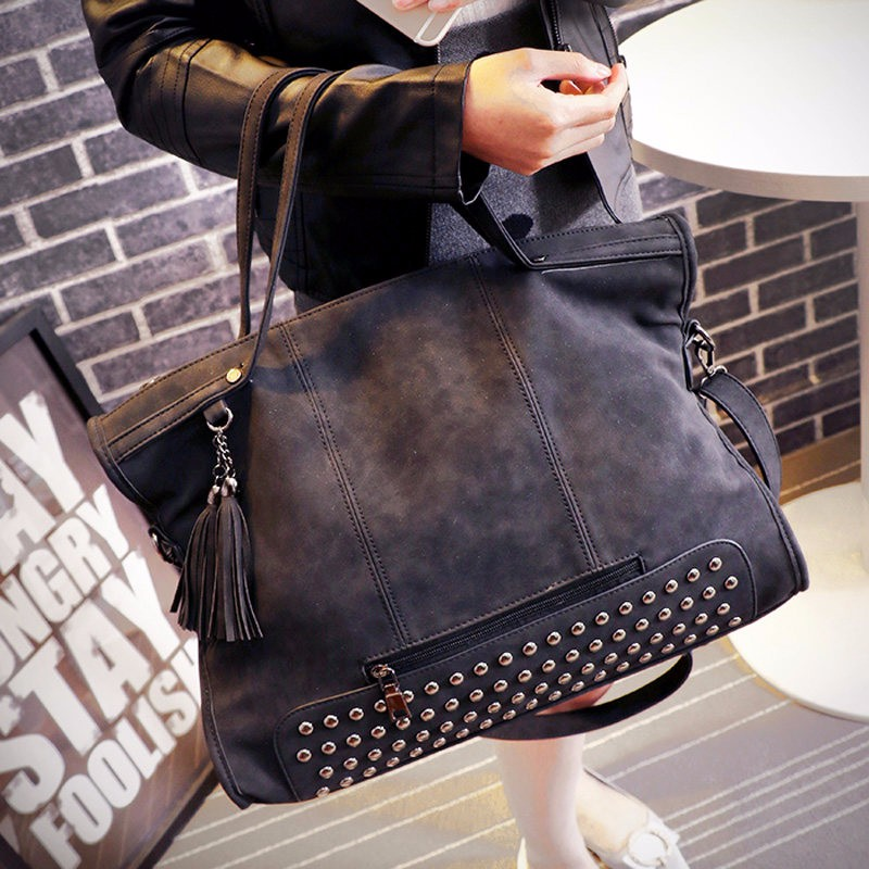 Edgy Rivets Trendy Fringes Tote Bag  Ladies Casual Portable Bag Women Shoulder Bag Large Capacity Fashion Tassels Casual Handbag