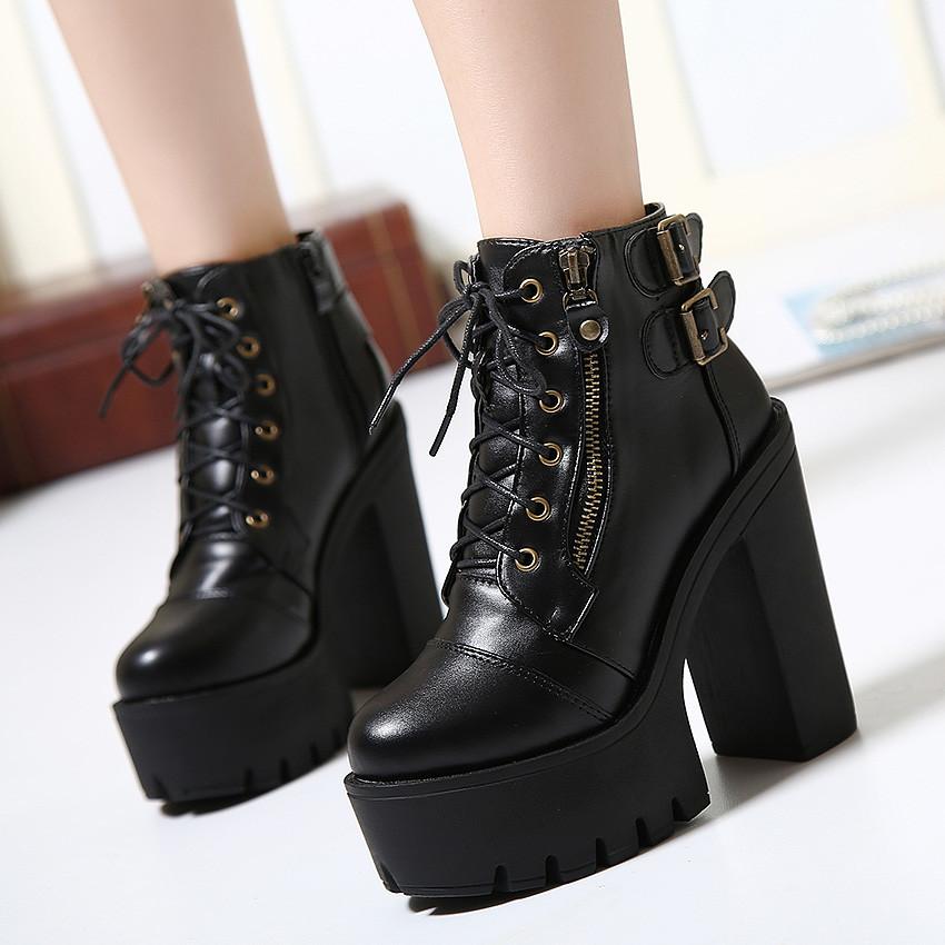 Страстная блондинка в чёрных чулках и на высоких каблуках смотреть онлайн 12 фотография
