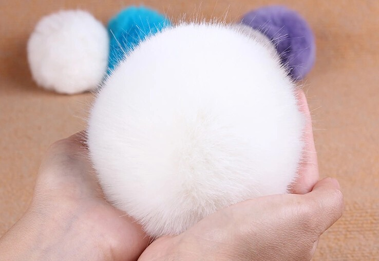 White Faux fur pompoms D10 for knited capiphonebeanies hatskeybags DIY artifical fur pom poms free shipping (2-1)
